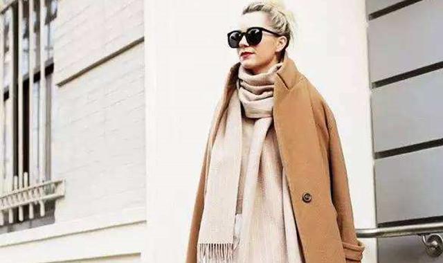 驼色大衣配什么颜色围巾 这5种凸显气质