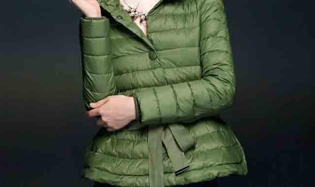 豆绿色羽绒服怎么搭配更好看 教大家如何穿出迷人气质