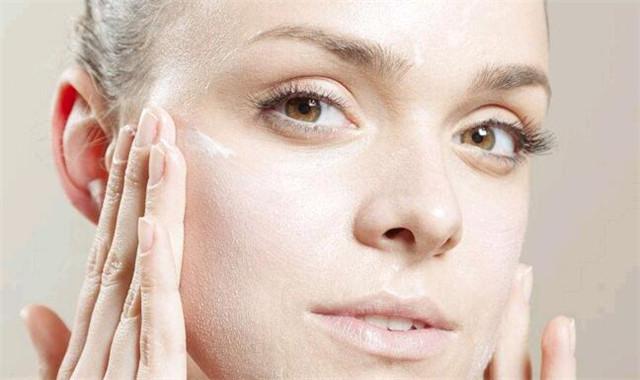 眼角长脂肪粒是什么原因 该如何消除