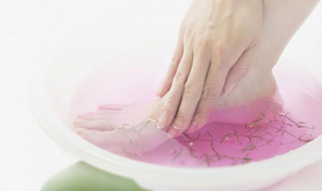 治脚气往水里放小苏打能够吗 它的治疗原理是什么