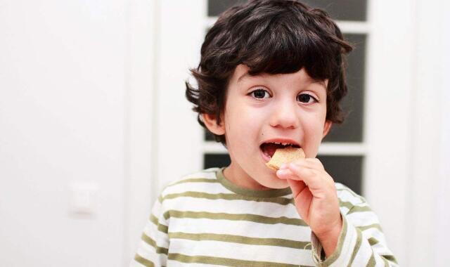 小孩天生黑皮肤变白偏方 告诉你四个快速有效的方法