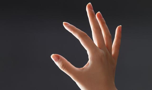 如何让粗糙的手变嫩白 五招让你拥有好看的手