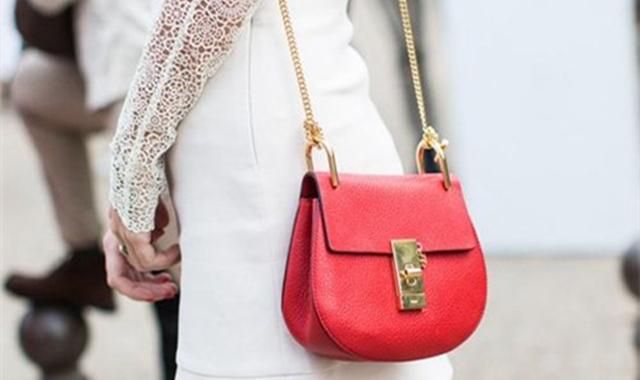 红色包包配什么颜色衣服 你觉得如何才好看