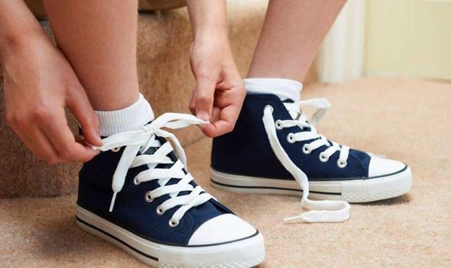 鞋带太长怎么系 这个方法可真妙