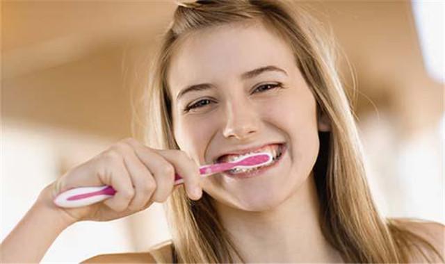 如何使用小苏打刷牙 你能够试着这样做