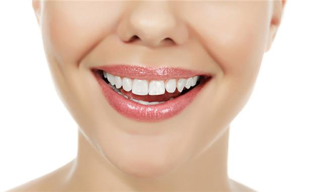 小苏打刷牙的正确方法 几分钟轻松清洁污垢