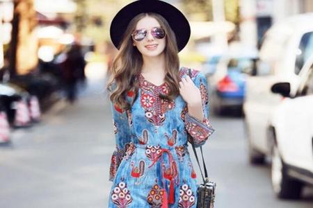 女性时尚印花连衣裙 夏季养眼时尚潮流元素