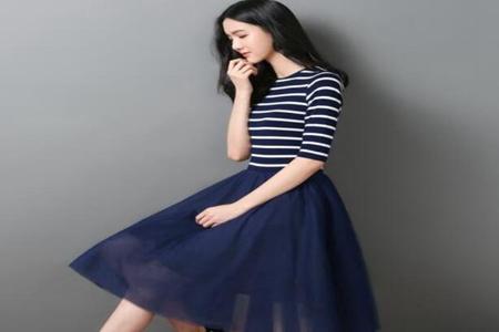女人服饰经典条纹穿出好身材 潮流时尚感十足