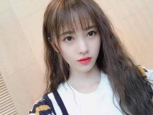 女生齐刘海怎么烫好看图片 2019圆脸烫什么卷发好看