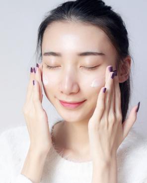 精华液的正确使用顺序以及方法 这样往脸上涂得这样做才对