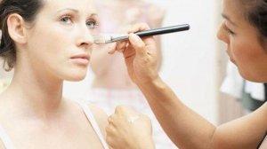 不用卸妆油也能卸妆的方法 很少人知道