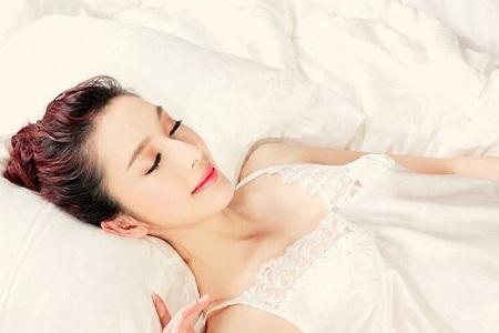 """胖子湿气重 懒人不运动 减肥就做个""""睡美人"""""""