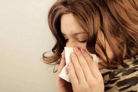 过敏性鼻炎如何根治 常见的过敏性鼻炎是分这两种