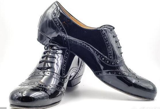 对于现在的男性来说 男士皮鞋怎么挑选