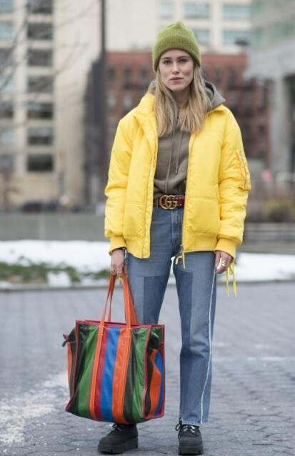 冷风瑟瑟的冬天 羽绒服搭配什么裤子好看?