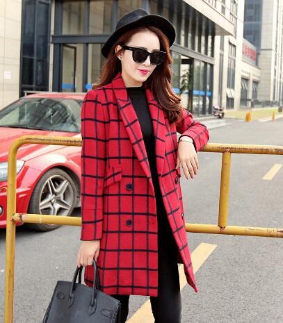 对于红色格子纹大衣 红色格子大衣怎么搭配好看?