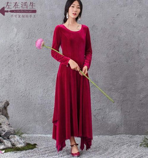 有时候有些女生虽然衣服比较多 酒红色裙子配什么鞋子好看?