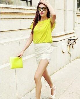 夏季是五彩缤纷的季节 女生服装色彩搭配图片技巧