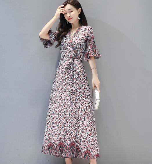 随着现在社会的不断发展 时尚职场女性裙子着装要求