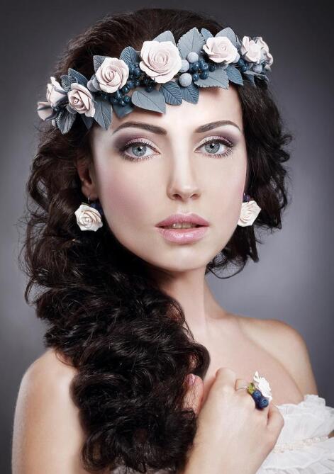 现在也差不多要过年了 2021最流行的新娘当天结婚发型