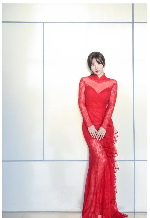 柳岩是娱乐圈比较性感的一位女星 柳岩穿衣再冲破底线 穿衣搭配图片