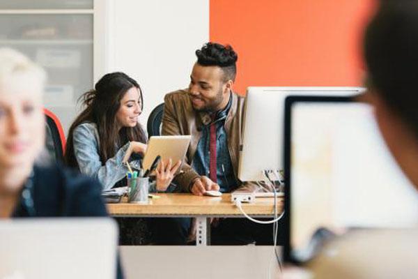 如何很好的通过微信聊天追同事 追同事每天微信聊天好吗?