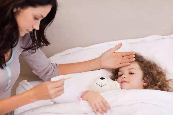 宝宝一到晚上莫名发烧 宝宝为什么一到晚上就发烧?