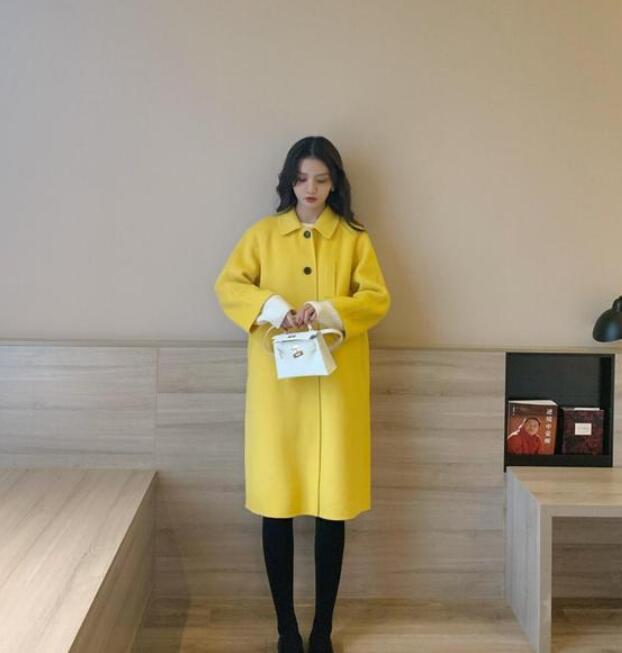 春节的到来给了不少女生花钱的理由 长大衣搭配什么衣服好看