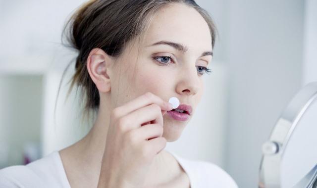 嘴边长痘痘是什么原因 教大家调理嘴边长痘痘的方法