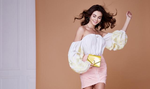 粉色半身裙配什么颜色上衣 打造夏日甜美风