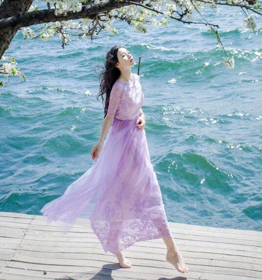 这个似乎没有一个绝对的标准 夏天穿什么颜色连衣裙好看?