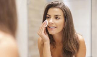 脸油腻腻的该怎么办 脸部油腻能够这样调理