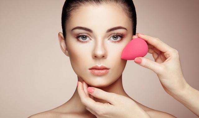 皮肤油毛孔大怎么护理 教大家如何正确护理爱出油毛孔大的皮肤