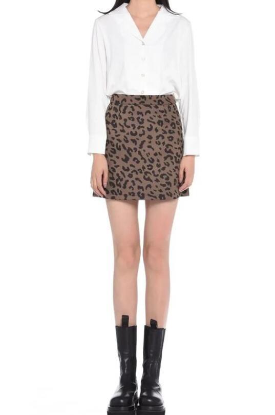 豹纹裙 豹纹裙子配什么上衣好看图片?