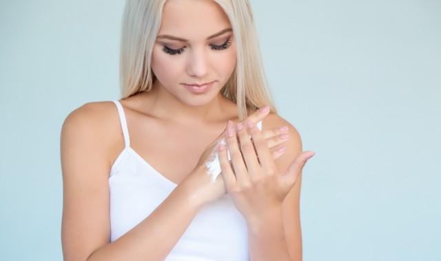 如何使粗糙的手变白嫩 使粗糙的手变白嫩方法有哪些