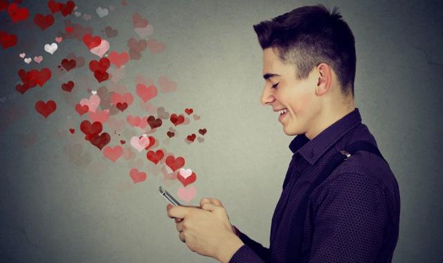 男人真正坠入爱河的表现 男人爱上你后有什么表现